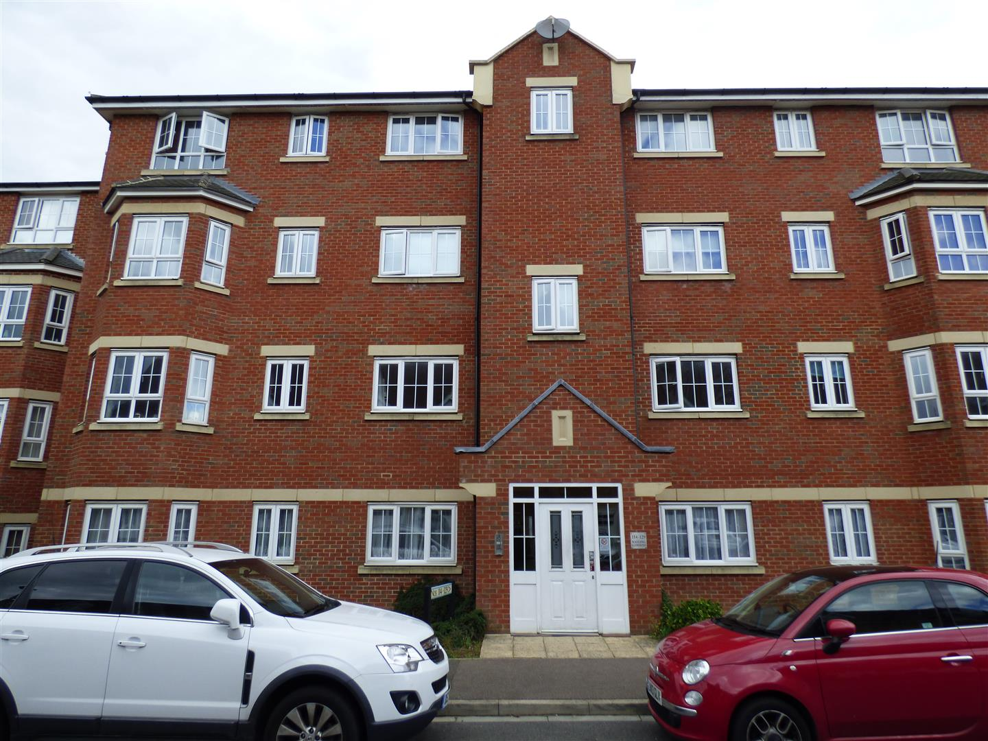2 Bedrooms Apartment Flat for sale in Watling Gardens, Dunstable